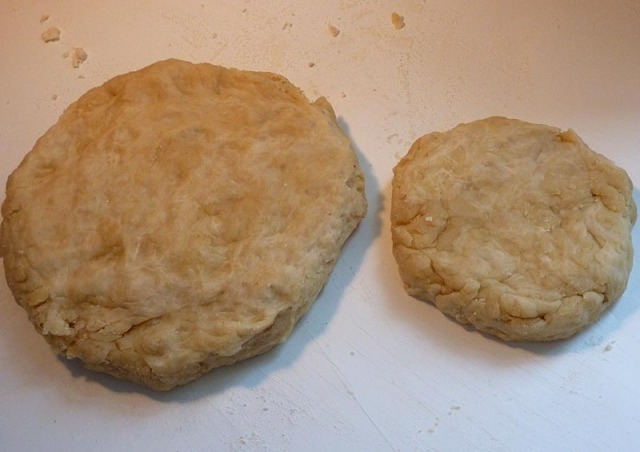 Disks of pie crust for the body and lid of the Gala Pie